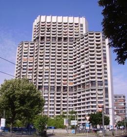 Appartment-Hochhaus am Collini-Center